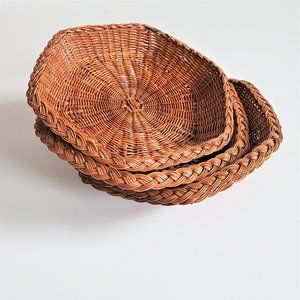Set of basket plates.